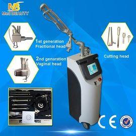 China Laser fraccionario del CO2 médico de 10600 nanómetro, máquina vertical del retiro de la cicatriz distribuidor
